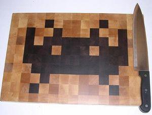 space_invaders_cutting_board.jpg